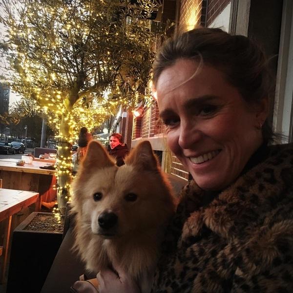 Dit is Sabine! Leuk meisje en te gek jasje 😇🐾#zondagmiddagborrel #rotterdam #dogsofinstagram #ikzithiergoed