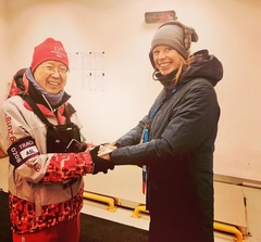 My own personal hand warmer on this first Olympic race day after standing in the cold for too long ☺️🙏 #raceday #pyeongchang2018 #newfriends